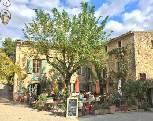 Terrasse Petit Café vue de place Croix